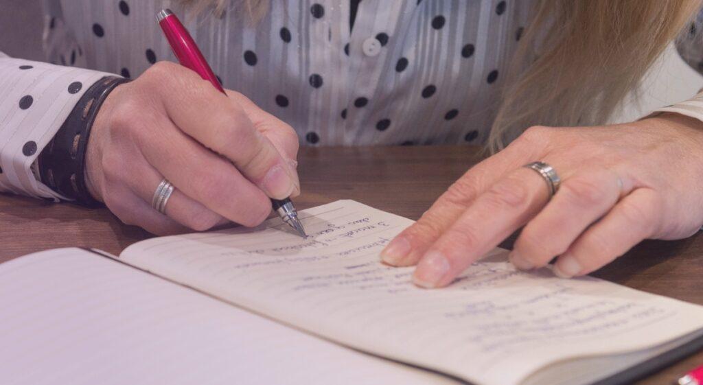 Schrijven - TekstGevoel schrijft teksten van de eerste hoofdletter tot het laatste leesteken.
